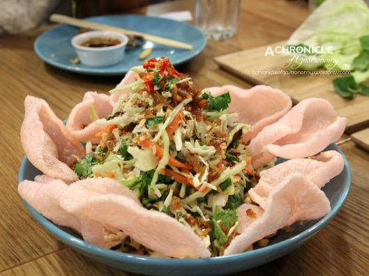 Vietnamese Coleslaw w. Chicken and Prawn Crackers