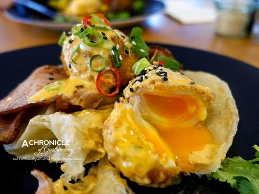 Sir Charles Benedict w. Panko Crumbed Eggs, Sriracha Hollandaise, Bacon, Roti ($18)